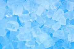 De textuurachtergrond van het de winter koude blauwe ijsblokje Stock Foto's
