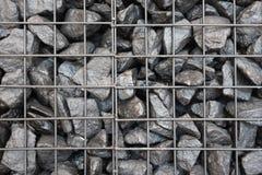 De textuurachtergrond van de spoorweg zwarte steen Zwarte steenkool in de rooster Creatieve uitstekende achtergrond stock foto
