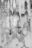 De textuurachtergrond van de witmetaalmuur met krassen en barsten royalty-vrije stock foto