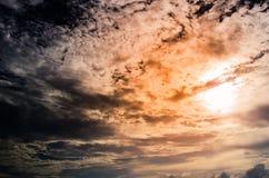 De textuurachtergrond van zonsondergangwolken Stock Afbeelding