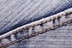 De textuurjeans naaien dicht omhoog. boord. stock afbeeldingen