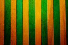 De thème jaune de cru fond en bois approximatif vertical de texture de cloison de séparation et vert faites écrire un certain esp photo stock
