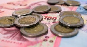 De thailändska pengarna och myntet Arkivfoton