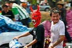 De Thaise kerels berijden een fiets Stock Foto's