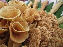 De Thaise knapperige gouden krul en rijstcracker, de traditionele snack van Thailand riep Leren riempab en Khaotan royalty-vrije stock foto