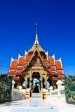 De Thaise kunst van het Stadhuis op het water. Stock Afbeeldingen