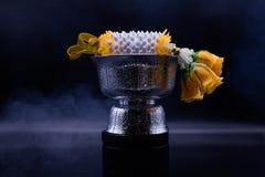 De Thaise Materiaalceremonie op zwarte achtergrond met hoop en Verering stock foto