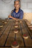 De Thaise mensen spelen Chinees schaak - XiangQi Stock Afbeelding