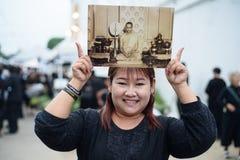 De Thaise mensen treuren over de nalating van Koning Rama 9 Royalty-vrije Stock Foto