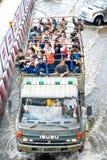 De Thaise mensen van de legerhulp, Bangkok dat 2011 overstromen Stock Foto