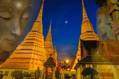 De Thaise Pagode en Gezichtsstandbeelden van Boedha in de tempel van Wat Phra Chetupon Vimolmangklararm Wat Pho, Thailand Stock Fotografie