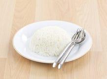 De Thaise rijst van de jasmijn op schotel Royalty-vrije Stock Afbeeldingen