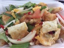 De Thaise salade van het straatvoedsel gebraden ei Royalty-vrije Stock Afbeeldingen