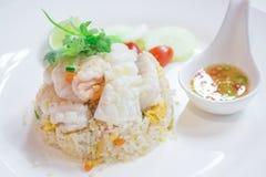 De Thaise Schotels genoemd Kao Pad, bewegen gebraden Rijstzeevruchten, Chinees voedsel, Japans voedsel Royalty-vrije Stock Afbeelding