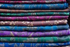 De Thaise stof van de Zijde van Sarongen Stock Afbeeldingen