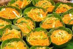 De Thaise traditionele gebraden noedels voor verkopen Stock Afbeeldingen