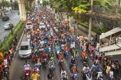 De Thaise voetbalfans vieren na het winnen AFF Suzuki Cup 2014 Stock Afbeeldingen