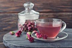 De thee nam bloemen toe Stock Fotografie