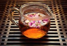 De thee nam de kwaliteits donkere achtergrond van de kopstudio toe Royalty-vrije Stock Fotografie