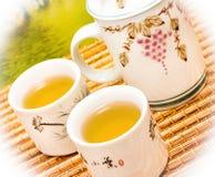 De thee op Terras wijst Dranken op Kop en verfrist zich stock foto