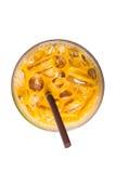 De thee van de ijsmelk, beroemde die drank in Thailand, op wit wordt geïsoleerd Royalty-vrije Stock Afbeeldingen