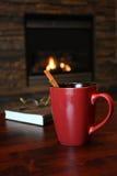 De thee van de kaneel door de brand Royalty-vrije Stock Afbeeldingen