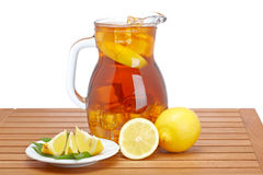 De thee van het ijs met citroenwaterkruik Stock Foto