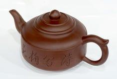 De theepot van China bij wit Stock Foto