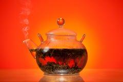 De theepot van het glas met groene thee Royalty-vrije Stock Afbeeldingen