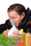 De therapie van de de artsen oneself Inhalatie van de vrouw Stock Fotografie