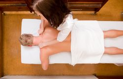 De Therapie van de massage Stock Afbeeldingen