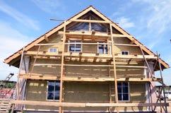De thermische isolatie van het huis met minerale rockwool Royalty-vrije Stock Afbeeldingen