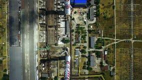 De thermo-elektrische infrastructuur van de steenkoolelektrische centrale De post van de energiegeneratie stock footage