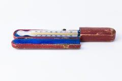 De thermometer van het kwik op witte achtergrond stock foto's
