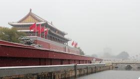De Tianan-poort van de verboden stad in sneeuw Royalty-vrije Stock Fotografie