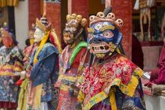 De Tibetaanse lama kleedde zich in masker het dansen Tsam geheimzinnigheid dans op Boeddhistisch festival in Hemis Gompa Ladakh,  Royalty-vrije Stock Afbeelding