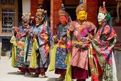 De Tibetaanse lama kleedde zich in masker het dansen Tsam geheimzinnigheid dans op Boeddhistisch festival in Hemis Gompa Ladakh,  Stock Afbeelding