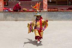 De Tibetaanse mensen kleedden masker het dansen Tsam geheimzinnigheid dans op Boeddhistisch festival in Hemis in Ladakh, Noord-In Stock Fotografie