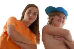De tiener en de jonge jongen stellen tough Stock Foto's