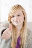 De tiener steunt duim Stock Afbeelding