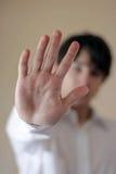 De tiener toont Zijn Palm Stock Foto's
