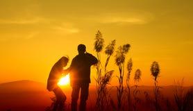 De tiener van het zonsondergangsilhouet Stock Afbeelding