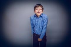 De tienerjongen van 10 jaar Europese verschijnings heeft Stock Foto's