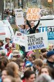 De tieners houden Tekens in Atlanta Maart voor Ons Leven Royalty-vrije Stock Foto's