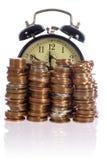 De tijd is geld, concept met Britse muntstukken Stock Afbeeldingen