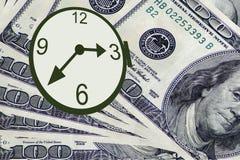 De tijd is geld Horloge en dollars Stock Afbeeldingen
