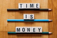 De tijd is het concept van het Geldwoord stock foto