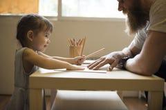 De Tijd samen Concept van vaderdaughter bonding enjoy stock foto