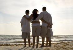 De tijd van de familie op een strand Stock Foto