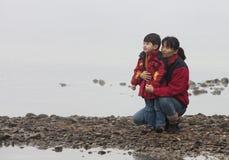 De tijd van de moeder en van de zoon. Stock Foto's